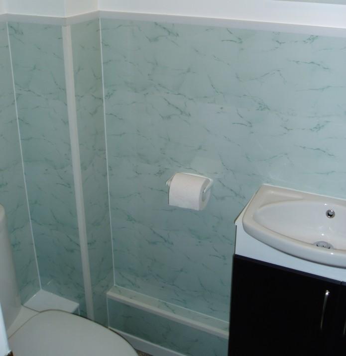 IPSL's Sumatra Jade panels used in a domestic bathroom